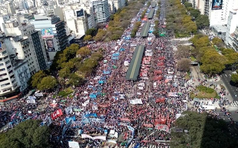 Movimientos Populares | Inmensa marcha por emergencias alimentaria y social